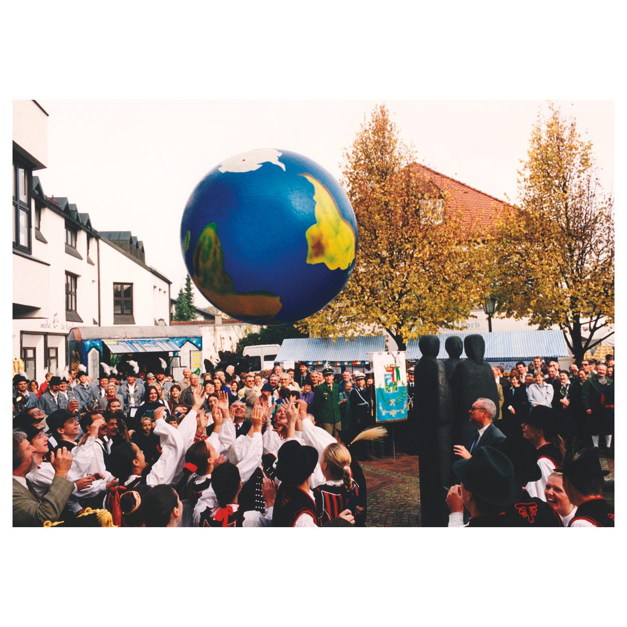 Weltkugel aufblasbarer Globus Kinder TOGU Erdball mit Schablonierung
